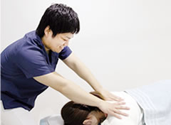 すずき接骨院の骨盤矯正は、ボキボキしない施術