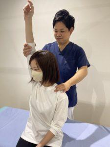 津市すずき接骨院の寝違い治療写真